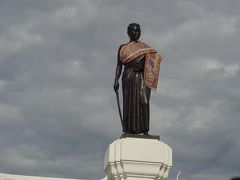 タオ・スラナリ像