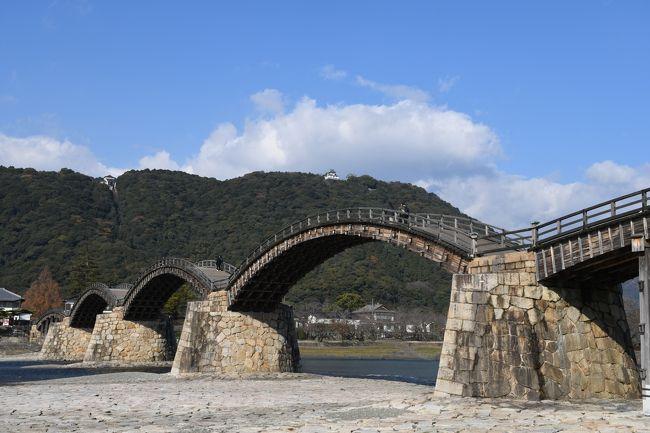 """2018年12月14日(金)~12月17日(月)で広島と山口へ行きました。<br /><br />今回は、JR東海が発売する""""たびきっぷ(広島)""""を利用しました。<br />名古屋から広島までの往復の新幹線と広島近辺の乗り放題が付いたきっぷです。<br /><br /><br />1日目<br />この日は、名古屋→新神戸乗換→広島→呉→広島の移動です。<br /><br />まずは、特急""""ワイドビュー""""南紀2号で名古屋へ<br /><br />名古屋からは、ひかり643号で新神戸へ<br /><br />新神戸から乗り換えて、さくら553号で広島へ<br /><br />広島からは快速安芸路ライナーで呉へ<br /><br />海自カレーを食べたり、大和ミュージアムに行ったり、音戸の瀬戸に行ったり<br /><br /><br />2日目<br />この日は、SLやまぐち号に乗ります<br /><br />広島からまずは、500系で運行されるこだまで新山口へ<br /><br />新山口からはSLやまぐち号のグリーン車で津和野へ<br /><br />帰りもSLやまぐち号なので、帰りの時間まで津和野観光<br /><br />津和野からSLやまぐち号で新山口へ<br /><br />新山口からこだまで広島へ<br /><br />3日目<br />この日は、広島観光からの宮島へ<br /><br />まずは、路面電車を乗り通すため、JRで宮島口へ<br /><br />宮島口から広電で原爆ドーム前へ<br /><br />原爆ドームを見学したり、汁なし担々麺を食べたり、<br />広島港へ行ってみたり<br /><br />広島駅へ戻り、JRでまたまた宮島口へ<br /><br />JR西日本宮島フェリーで宮島へ<br /><br />厳島神社を見学したり、夕飯食べたり<br /><br /><br />4日目<br />この日は、岩国観光へ<br /><br />宮島口からJR西日本宮島フェリーで宮島口へ<br /><br />宮島口からJRで岩国へ<br /><br />岩国から錦川鉄道で清流新岩国へ<br /><br />新岩国駅でカーシェアを借りて、錦帯橋や岩国城へ<br /><br />新岩国からこだまで広島へ<br /><br />広島からさくらで新大阪へ<br /><br />新大阪で乗り換えて、のぞみで名古屋へ<br /><br />名古屋から特急""""ワイドビュー""""南紀7号で帰ってきました"""