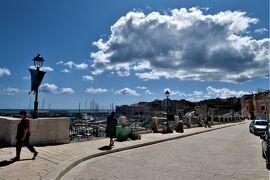 魅惑のシチリア×プーリア♪ Vol.783 ☆ビシェーリエ:美しい旧港・パラッツォ・城壁を眺めて♪