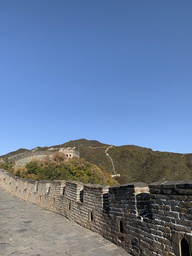 あいかわらず弾丸で各地を放浪中。<br />今回は、北京を訪問してきました。<br /><br />前日は天安門と故宮他でもうくたくた。<br />歩きすぎで階段上がるのももう一苦労。<br />しかし、今日は最終日。長城を目指します。<br /><br />長城→東直門→北京首都空港→帰国(羽田)<br /><br />1日目:午後出発(羽田)<br />2日目:故宮、什刹海、南羅鼓港、王府井<br />3日目:慕田峪長城、東直門、午後帰国(羽田)