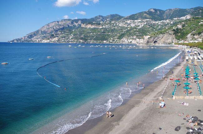 イタリア本土(シチリア島を除く)の全世界遺産を4回に分けてレンタカーで周遊しました。<br />今回の旅行記は、その2回目となります。今回の旅行期間は、往復の国際線を合わせて、10日間です。<br /><br />訪れた世界遺産は、バチカン市国が1カ所、イタリアが12カ所の合計13世界遺産です。<br />1つの世界遺産で複数の登録リストがある場合があるため、実際に訪問した世界遺産リストの数は、20か所を越えています。<br /><br />旅のスケジュールは、以下の通りです。<br />今回の旅行記の部分は★印で示しています。<br />ローマの主要観光スポットを2日間(2日目と8日目になっていますが、2日間連続だともう少し、廻れます)で巡る効率の良いルートだと思いますので、参考にしていただければ幸いです。<br /><br />01日目 成田→パり→ローマ<br />02日目 バチカン美術館(システィーナ礼拝堂「最後の審判」)→サン・ピエトロ広場→サン・ピエトロ大聖堂(ミケランジェロのクーポラからの眺望)→サンタンジェロ城→ナヴォーナ広場(「ムーア人の噴水」/ベルニーニ作「4大河の噴水」/「ネプチューンの噴水」→パンテオン→トレヴィの泉→スペイン広場(「バルカッチャの噴水」)<br />03日目 カゼルタの18世紀の王宮と公園(ディアナとアクタイオンの噴水(パオロ・ペルシコ、ブルネッリ、ピエトロ・ソローリの彫刻)/アフロディテとアドニスの噴水/イルカの噴水/アイオロスの噴水/セレスの噴水/ヴァンヴィテッリの水道橋→ナポリ国立考古博物館<br />04日目 Castel dell&#39;Ovo(ナポリ)→ヌオーヴォ城(ナポリ)→王宮(ナポリ)→ポンペイ<br />05日目 ★アマルフィー海岸→パエストゥム<br />06日目 マテーラの洞窟住居→アルベロベッロのトゥルッリ→デル・モンテ城<br />07日目 ヴィッラ・アドリアーナ→ティヴォリのエステ家別荘<br />08日目 タルクィニア(モンテロッツィのネクロポリ)→チェルヴェーテリ(バンディタッチャのネクロポリ)→ローマ(コロッセオ→コンスタンティヌスの凱旋門→フォロ・ロマーノとパラティーノの丘→真実の口)<br />09日目 ローマ→フランクフルト→<br />10日目 成田