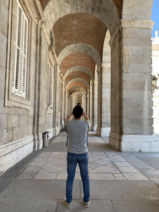 <br />ポルトガル再訪です。一年前は、出張の合間に駆け足でリスボン観光をしたので、今回は、じっくりマイペースで観光してきました。<br />初秋のポルトガル。季節の変わり目だからか、雨の時もありましたが、日中は半袖、朝晩は薄い上着だけで過ごせました。空気が澄んでいて気持ちの良い気候で存分に楽しんできました。