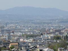 2018春、関西の花のお寺巡り(4/16):4月10日(4):百毫寺(4):本堂、花の寺、五色椿の落花、奈良の眺望