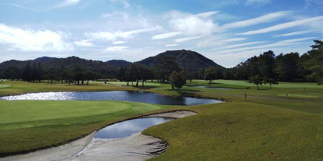 昨日の雨も上がり、軽井沢72の東コースでラウンドです。<br /><br />昨日の雨で、1日延期した人が多かったのか、スタート時間より、30分は遅れてのスタートでした。<br />池もあり、難しいコースでしたが、浅間山も見れて、楽しいゴルフ合宿になりました。<br />