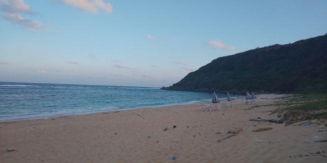 そもそも生まれて初めて沖縄です。しかもその中の宮古島へ最初に行くことになるとは思ってもいませんでした。なのでこんなきれいなオーシャンビューは初めてでした。<br />まず初日は池間島まで、そこにあるカフェに行くため、ドライブで行きました。そしてホテルのチェックインを行い、晩ごはんを街中で食べました。