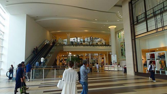リコ―ダ―オーケストラO.R.S.の第8回定期演奏会が西宮市の兵庫県立芸術文化センター神戸女学院小ホールでありました。<br /><br />ゴンママのお友達の、歩こう会の会員がO.R.S.楽団の団員で、この定期演奏会に出演するので、はじめてリコ―ダ―の演奏会を聴きに、西宮市の兵庫県立芸術文化センター神戸女学院小ホールへゴンママと二人で出掛けました。<br /><br />https://www1.gcenter-hyogo.jp/contents_parts/ConcertDetail.aspx?kid=4316111013&amp;sid=0000000001<br /><br />昼前に家を出て、阪急西宮ガーデンズ本館のスカイガーデンで、百貨店でゲットしたお弁当の昼食を摂り、13時過ぎに会場の県立芸術文化センターへ向かい、演奏を聞かせてもらいました。<br /><br />写真が多いので4冊に成っています。<br /><br />写真は、阪急西宮ガーデンズ本館、左のエスカレーターを上がった左側がスカイガーデンです。