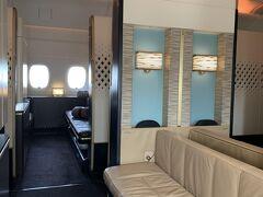 エティハド航空A380 アパートメントでパリへ。