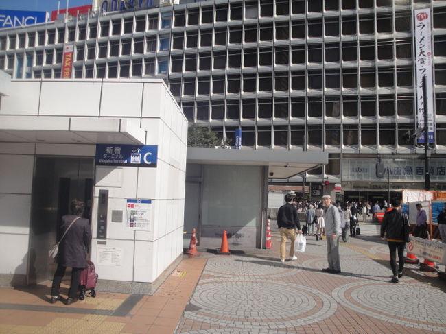 研修会会場が 代々木5丁目なので 新宿西口から 京王バスに乗りました。<br /> ふと 気が付いたのは 「新宿西口 どんな場所だ?」<br /> *新宿駅下車して 都庁に出かけたことあるけどーーバスターミナルどんな場所?<br /> *都営新宿線の新宿駅 迷路?<br /> 案の定 迷子になりました。<br /> 迷子になり要因<br /> 1 エレベータ― 番号 あるけど 場所がわからない。<br /> 2 地図がない<br /> 3 → だけで 距離が記載されていない