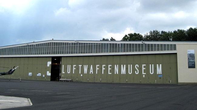 ポツダムは見所たくさん、広大な空軍博物館は飛行機好きにはたまらないし、美術ファンならベルリンの絵画館に加えてサンスーシ絵画館は必見。<br /><br />ベルリンでオートバイをレンタルし、旧東ドイツ(DDR)圏のロングツーリングを終え、いよいよバイクの返却日。返却前にドイツ空軍博物館(Luftwaffenmuseum  Flugplatz Gatow)とポツダムのサンスーシ宮殿(Schloss Sanssouci)の絵画館でカラバッジョ(Caravaggio)を見に。バイク返却後はノイケルン (Neuk&#246;lln)地区でトルコご飯を楽しむ。<br /> <br />● とにかく広大なドイツ空軍博物館、見所も満載<br />● ドイツ空軍博物館の屋内展示<br />● サンスーシ宮殿へカラヴァッジョの絵画を見に行く<br />● 世話になったオートバイを返却し、トルコ人の市場にくり出す<br /> <br />続きはコチラから↓<br />https://jtaniguchi.com/%e6%b5%b7%e5%a4%96%e3%83%84%e3%83%bc%e3%83%aa%e3%83%b3%e3%82%b0-%e3%83%89%e3%82%a4%e3%83%84%e7%b7%a8-9-%e3%83%89%e3%82%a4%e3%83%84%e7%a9%ba%e8%bb%8d%e5%8d%9a%e7%89%a9%e9%a4%a8/<br /><br /><br />