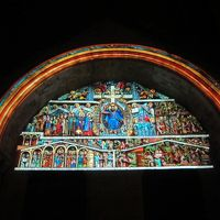 宿泊した人だけが見られる サント・フォワ修道院教会のタンパンのライトアップ  バスの時間が変わりました