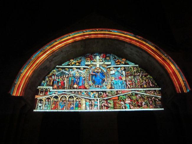 サント・フォワ修道院教会のタンパンのライトアップを見るために宿泊しました。また、今年の9月からバスの時間が大幅に変わりました。時期によっては日帰りもできます。
