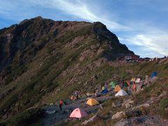 北岳・間ノ岳、肩の小屋でテント泊。