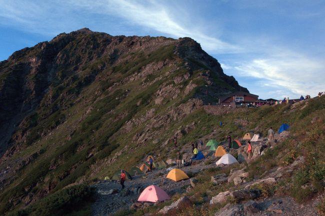肩の小屋でテント泊し北岳・間ノ岳登山。