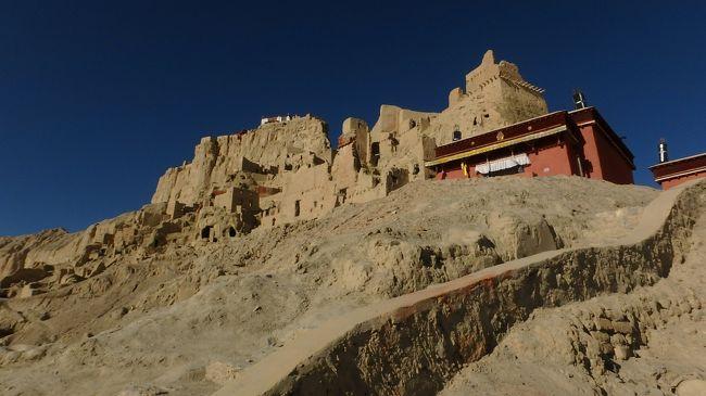 西チベット:富士山頂と同じ高さのグゲ王国遺跡に登る