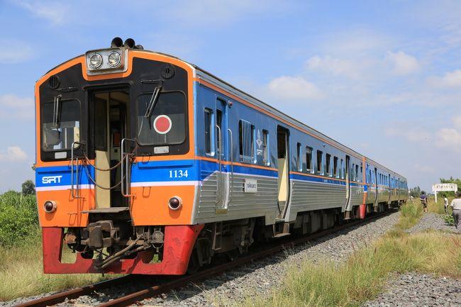 普段夜か早朝に1往復しか走っていない路線に、貸し切り列車で昼間に走ろうという「タイ国鉄スパンブリー線白昼貸切列車運転」企画に参加させて頂きました。この企画はASIAEXPRESS様とアジア鉄道旅行計画様が5月頃から練られたという事でタイでの鉄道仲間より、こういう企画があるので行きませんか?とお声掛けを頂き実際に乗車して来ました。<br />本来バンコクフアランポーン駅-スパンブリの定期列車はバンコク 16:40発-20:04着スパンブリ、スパンブリ4:30発-8:05着バンコクという1日1本のみ、しかしながら今回はスパンブリだけでなく終着から1駅先の定期運行の無いマライメンまで特別延長され、バンコク7:30発-11:40着マライメン11:55発-バンコク18:30着というスケジュールでの運行<br />普段通らない昼間の運行ということもあり、スパンブリ線に入ってからは途中途中の踏切には遮断器が無く、列車側が徐行して踏切を通るという面白いスタイル。途中駅も駅舎みたいなものが無く線路の横でホームの無いところでの乗り降り等、普段体験出来ない事が出来ました。 マライメン駅は秘境駅として聞いていましたが駅横には大きな道路がありホテルやアパート、食堂があり、スパンブリ駅前よりも栄えている不思議な感覚です。帰りには途中のノンプラドック駅でJR北海道色のDD51があり有志作成のヘッドマークを付けて撮影会、また駅を通過する列車の撮影タイムで有意義な時間を過ごすことが出来ました。 途中では40分程遅れがありましたがバンコク到着時にはほぼオンタイムで到着。鉄道仲間しか乗っていない列車なので会話も楽しく過ごせました。<br />次回にまた同様の企画があれば参加したいと思います。<br /><br /><br />
