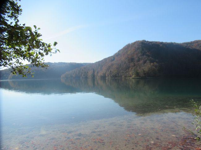今年の夏休みは10月の後半に最大10連休取れることになりました。<br />長期ならヨーロッパ、時期もずれてるし空いてるかな?と思い、<br />美しい景色が魅力的なクロアチアのツアーに申し込みました。<br />クロアチアは人気の行き先のようで、空いているどころか総勢26名の団体で、<br />ものすごく頼りがいのある添乗員さんと一緒に景色や街並みを愛でながら<br />8日間を楽しく過ごしました。<br /><br />8日間の行程の6日目です。<br /><br />(1)https://4travel.jp/travelogue/11561143<br />(2)https://4travel.jp/travelogue/11562831<br />(3)https://4travel.jp/travelogue/11562842<br />(4)https://4travel.jp/travelogue/11562854<br />(5)https://4travel.jp/travelogue/11562862<br />(6)https://4travel.jp/travelogue/11562868