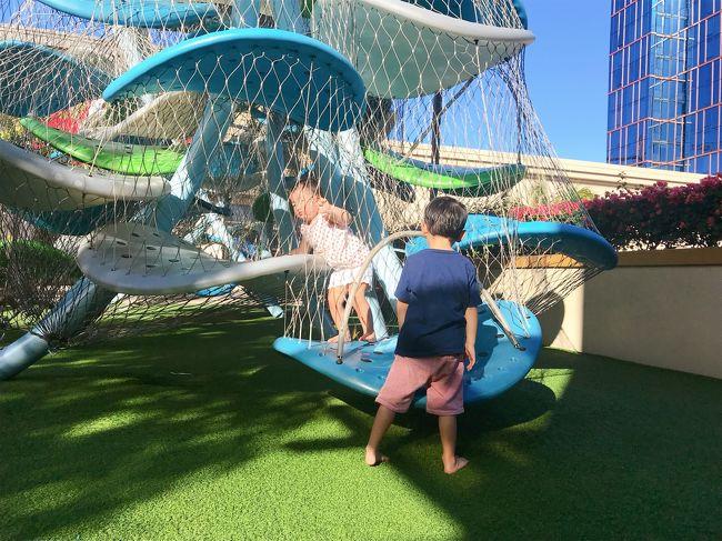 JALエコノミーを個人予約し、トランプインターナショナルホノルル利用の4泊6日の親子三代の子連れハワイの旅。<br />どうしても、孫中心の選択になります。<br />・wi-fiは2台レンタル<br />・ベビーチェアーは一台持参(足りなければクレカデスクで)<br />・オズモポケットをヤフオクでレンタル(480円/日)<br /><br />2日間利用した「個人チャーター」は「カラニツアーズ」さん。<br /><br /><br />旅行の工程表・予定表は以下にアップしています。<br />よろしければ参考に♪<br />PDF版<br />http://w-21.net/palsante/Hawaii-2019-10.pdf<br /><br />エクセル版<br />http://w-21.net/palsante/Hawaii-2019-10.xlsx<br /><br />https://youtu.be/WoRssmOREi4