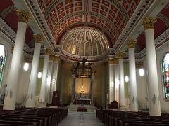 アラバマ州 モービル ー 厳かな大聖堂は誰でも入れます。