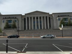 アラバマ州 モンゴメリー ー デクスター アベニューには裁判所から役所まである大通り