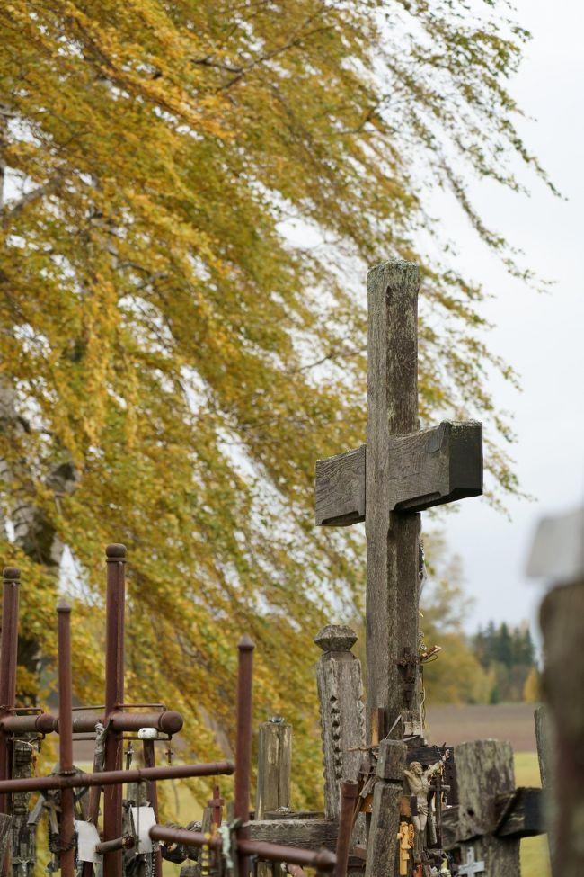 秋のバルト三国 ひとり旅 【8】リガから国境を越えるドライブ旅 前編 ~エルガワ・十字架の丘~