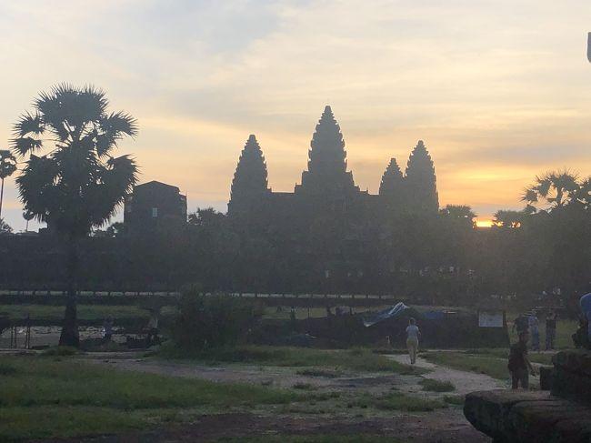 カンボジア人の友人が誘ってくれたので<br />カンボジアへ旅行することになりました。<br />日本からは1人で出発しましたが<br />友人の友人やら留学時代の友達との再会もあり<br />賑やかな旅になりそうです。<br /><br />・1日目<br />関空→ハノイ→シェムリアップ着<br />・2日目<br />シェムリアップ<br />・3日目<br />シェムリアップ<br />・4日目←いまここです<br />シェムリアップ<br />・5日目<br />シェムリアップ→バッタンバン<br />・6日目<br />バッタンバン<br />・7日目<br />バッタンバン<br />・8日目<br />バッタンバン→プノンペン<br />・9日目<br />プノンペン→ハノイ→関空