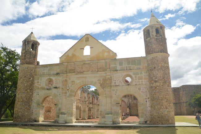 オアハカバスで20分のクイラパンへ行きました。<br />ここには大きな宗教施設があります。<br />先日訪れましたサアチーラへ遺跡があるのを知ってすぐ隣村なので行ってきました。<br /><br />クイラパン修道院<br />https://youtu.be/8WLM0Ar7l8M<br /><br />サアチーラ遺跡<br />https://youtu.be/8WAsAlY-cyk