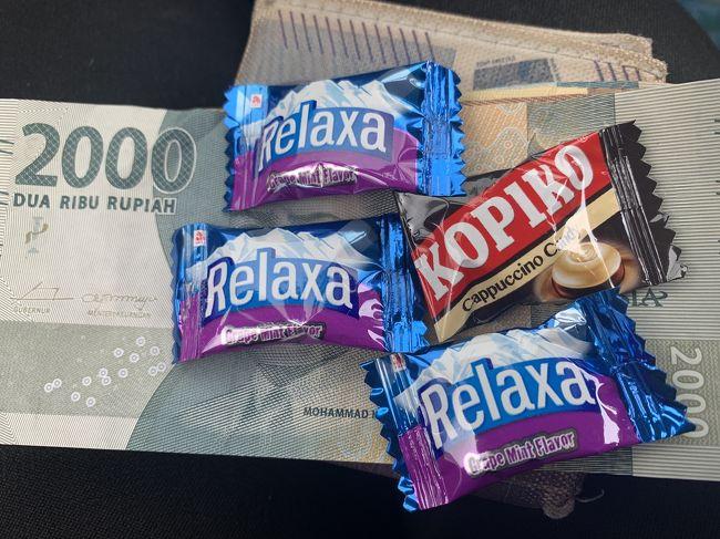 久しぶりーにもらった、おつりのキャンディ(笑)<br />田舎のワルンでランチした時に、細かいおつりがないと言う事で、キャンディを代わりにもらいました。<br />キャンディ4個で1000ルピア(約8円)。<br />なんだか嬉しい。