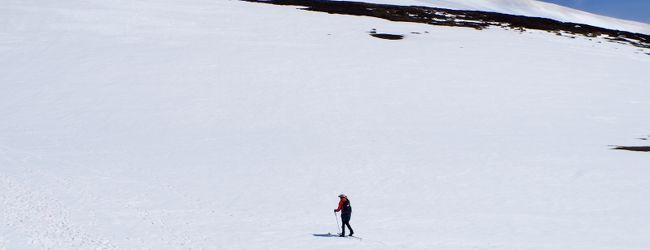 オーストラリア最高峰コジオスコ山を冬に...