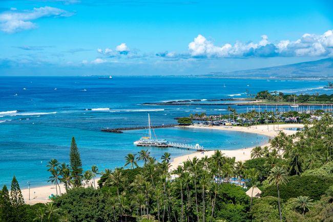 カハラホテルからトランプインターナショナルホテルへ移動します。<br />そのまま移動するものおもしろくないので、車でオアフ島をかるく回ってみました。<br /><br />いままで、ワイキキ周辺しか知らなかったので、少し違うハワイを見て感動しました。<br /><br />到着したトランプインターナショナルホテルは、少し広いお部屋にして頂き大変快適でした。<br /><br />