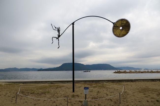 豪華客船にっぽん丸で行く、瀬戸内国際芸術祭2019。<br />豊島沖に停泊した船から小船(通船)に乗り換え、アートな島々を巡ります。<br />午後は、昭和レトロな佇まいが残る、女木島に上陸です。