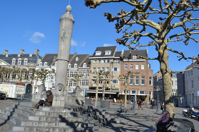 オランダ南東部の小さな街マーストリヒトは、ドイツとベルギーの国境にも近く、三つの国を一日で巡ることもできます。欧州条約が締結された場所でもあります。小さな街ですが、教会のような外観でふらっと入ったのが本屋さんで、後で知ると「世界で最も美しい本屋さん十傑」にも選ばれているほどでした。
