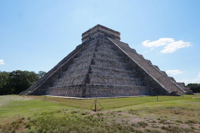 2017年 シルバーウィークは以前から行って見たかったメキシコが実現しました。<br /><br />ANAの最長路線の成田‐メキシコシティ線の搭乗も楽しみの一つです。<br />特典航空券でしたので、2017年1月に予約、発券しました。<br /><br />世界遺産の宝庫なので見どころがたくさんあり、旅のプラン作りが大変でした。<br />滞在中にメキシコ国内で大きな地震がありましたが、幸いに無事帰国できました。<br /><br /><br />①1日目 9/16 国内移動編 新千歳から成田へ<br /> CTS→NRT  NH2152(PC)<br /> https://4travel.jp/travelogue/11539835<br /><br />②1日目 9/16 ANA最長路線のメキシコシティへ<br /> NRT→MEX NH0180(C)<br /> https://4travel.jp/travelogue/11559704<br /><br />③1日目 9/16 メキシコ国内線移動でカンクンヘ<br /> MEX→CUN 4O2320(Y)<br /> 宿泊:ホテル ラマダ カンクンシティ<br /><br />④2日目 9/17 カンクン発現地ツアーに参加←<br /> AM グランセノーテ 観光<br /> PM チチェンイッツア遺跡 観光<br /> 宿泊:ホテル ラマダ カンクンシティ<br /><br />