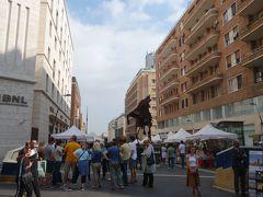 トレド通りを歩く。ナポリの王道です。