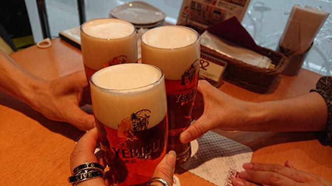 SFC修行中にsが飛行機で出会った修行僧がおりまして…そんな彼が一足先に解脱。<br />それはお祝いしないと!と集まってのお祝いとなりました。<br />とかく飲んで飲んで飲んで!<br />私たちもすぐに続きたいと願いつつ!!<br /><br />エビスバー<br />小島<br />グランコート名古屋<br />
