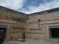 ビバ メヒコ オアハカからツアーでエル・トゥーレ、ミトラ遺跡・イエルベ・エル・アグアを訪問しました。