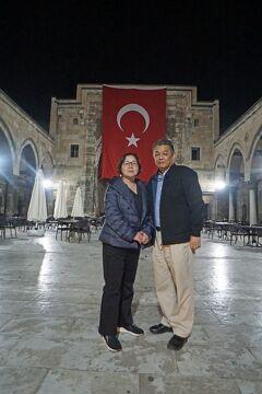 トラピックス「トルコ大周遊15日間」(7)夜のシワスのメセドレの美しさに驚き、シファーイエ神学校で豪華なトルココーヒーセットを買い求める。