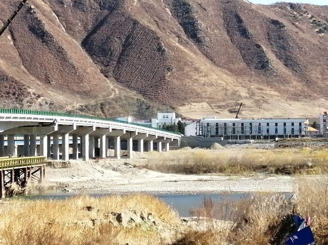第三回です。<br /><br />琿春、図們を新幹線とバスで回りました。<br />メインは北朝鮮との国境である豆満江を見て、できれば図門橋を途中まで渡れたらなあと考えておりました。<br /><br />