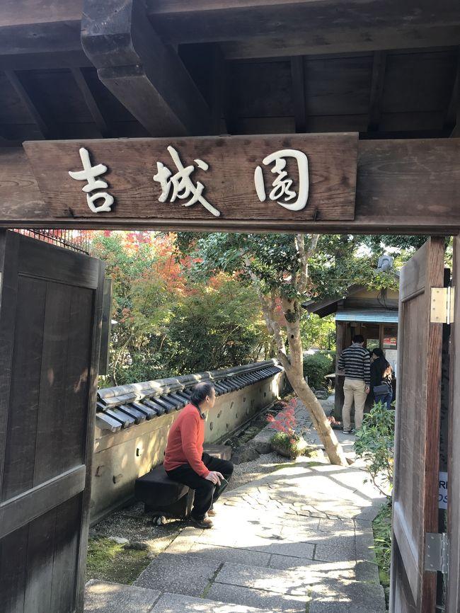 この季節、どこに行っても混雑を避けられない京都。<br />でも、紅葉が見たい。<br />じゃあ、奈良へ?<br />京都ほどは混雑しないけれど<br />どこか素敵な場所ってあるのかしら?<br />半信半疑で行ってきました。