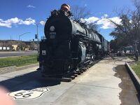 アリゾナ州 キングマン ー ロコモティブ パークには実際に西部開拓時代に活躍した機関車が置かれています。