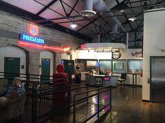 アリゾナ州 キングマン ー パワー ハウス ビジター センターは有料博物館エリア以外に無料エリアもあります。