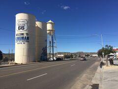 アリゾナ州 キングマン ー ウォーター タワーはルート66の象徴のひとつ