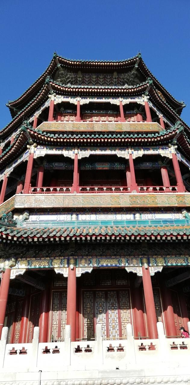 ANAマイルで行く張家界・武陵源、北京10日間 その9(北京2)<br /><br />北京観光2日目、地下鉄と路線バスを利用して天壇公園、雍和宮、頤和園、王府井を観光しました。<br />------------------------------------------<br />世界一周から帰ってきて3か月、またどこかに旅をしたくなった。実は前回の世界一周ではBucket-List候補に「張家界・武陵源」も挙がっていたが、中国はGoogle、VISAそしてUberという個人旅行3種の神器が使えず断念したが、その後VPA経由のルーター、銀聯カード、Didiなどで代用できそうだったので10月19日から夏季休暇(12日間)を取って挑戦した。<br /><br /> 旅程計画は7月頃からANA特典航空券国際線のHPで飛行ルートを色々検索し8月~9月にかけて発券・ホテルの予約をした。往路は上海から直接張家界に行く予定だったが、もたもたしている間に空席が無くなり上海-成都経由で、帰りは北京3泊後にソウル経由の帰国とした。中国国内便含め8レグで43,000マイル、諸経費13,660円、またホテル代金は約3.8万円となった。<br />--------------------------------------------<br />10月19日(土) Reg1:ANA 地方空港~成田 普通席<br />10月20日 (日)<br /> Reg2:ANA NH919 /09:35成田~11:40上海(浦東)ビジネス<br /> Reg3:中国国際CA1949/16:05上海(浦東)~19:15 成都ビジネス  <br />10月21日(月)<br /> Reg4:中国国際CA4377/15:05 成都~16:35張家界  エコノミー <br />10月26日(土)Reg5:中国国際 CA1360/22:35張家界~ 翌日00:55北京 エコノミー   <br />10月29日(火)<br /> Reg6:アシアナOZ334/15:35北京~18:30ソウル(仁川)ビジネス   <br /> Reg7:アシアナ OZ178/21:30 ソウル(仁川)~23:25羽田ビジネス <br />10月30日(水)Reg8 :ANA 羽田~地方空港 普通席<br />----------------------------------------------