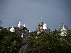 断崖絶壁にそびえる寺院