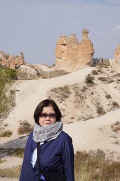 トラピックス「トルコ大周遊15日間」(13)三人姉妹の岩からラクダ岩を見て、洞窟レストランでランチを食べてギョレメ屋外博物館へ至る。