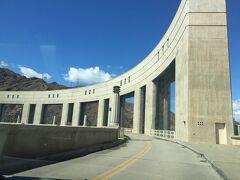 アリゾナ州 パーカー  ー パーカー ダムはカリフォルニア州との境に