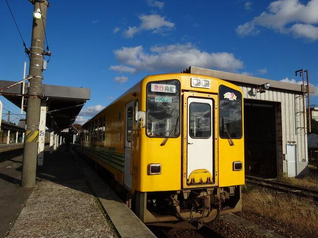 敦賀から新日本海フェリーで秋田県へ。目的は100名城巡りと鉄道と温泉です。<br />朝10時に出港、秋田には翌日の早朝に到着。丸一日観光し、その日の夜行バスで秋田を離れ、東京駅で昼行の高速バスに乗り換え、京都駅に帰りました。<br />移動時間はフェリーが19時間40分。高速バスは2回で17時間。合計36時間40分。現地観光時間は約17時間でした。<br />船中一泊・車中一泊の、実質ゼロ泊3日の節約旅です。<br />今回は完結編。<br />城巡りの後、特急つがるで鷹ノ巣へ。秋田内陸縦貫鉄道に乗り、途中マタギの湯に寄り、角館へ。<br />大曲から夜行バスで東京駅へ翌朝到着、1時間半後にJRバス昼行バスで京都へと帰ってきました。