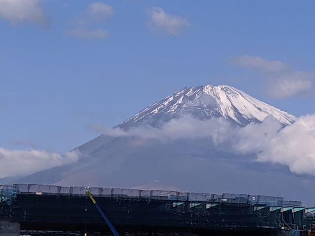 会社OB会の旅行!柿田川の湧水。三島、スカイウォーク、長岡温泉と回りました!心配した天気も徐々に改善、結果的には富士山を眺めるには絶好の天気になりました。神奈川側から観る富士と伊豆から観る富士は違う様相を見せていました。会社友人とリラックスした旅を満喫しました!