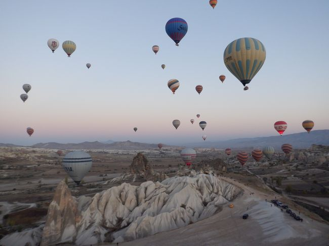 トルコに久しぶりの母娘旅で行って来ました。<br />初めてのツアー旅行で「ターキッシュエアトラベル」と言うトルコ旅行専門店を利用しました。<br />成田発8日間の周遊旅行です。<br />5泊8日でトルコのメジャーな観光地を巡るツアーで、毎日15000歩ぐらい歩くハードな旅でしたが、とても良かったです!