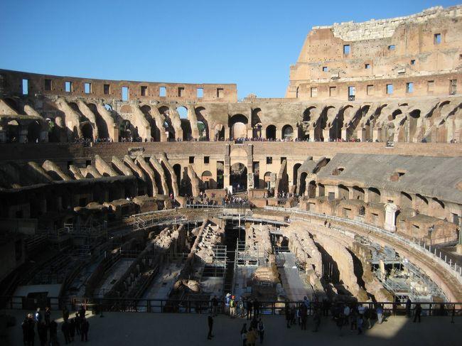英語ができないリタイア68才ヨーロッパ一人旅の3回目は『イタリア』。<br />今回はローマとナポリに行ってきました。<br /><br />11/7(木)<br />・コロッセオ<br />・フォロ・ロマーノ<br />・パラティーノの丘<br />・ヴェネツィア広場<br />・ヴィットリオ・エマヌエーレ2世記念堂<br />・サンタ・マリア・イン・アラチェリ教会<br />・カピトリーノの丘<br />・ミネルバ広場<br />・ナボーナ広場