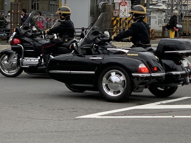 京都御所から桃山御陵への参拝路!<br /><br />瞬時だけど会釈 !<br /><br />宮内庁皇室サイドカーを先頭に!